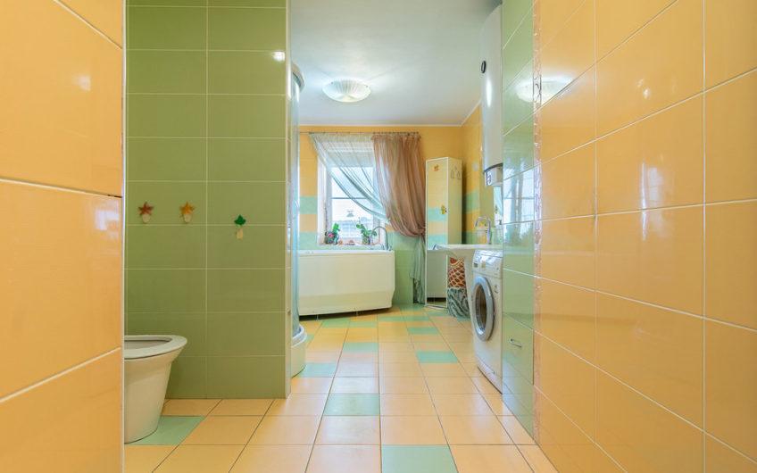 4-комнатная квартира в Приморском районе